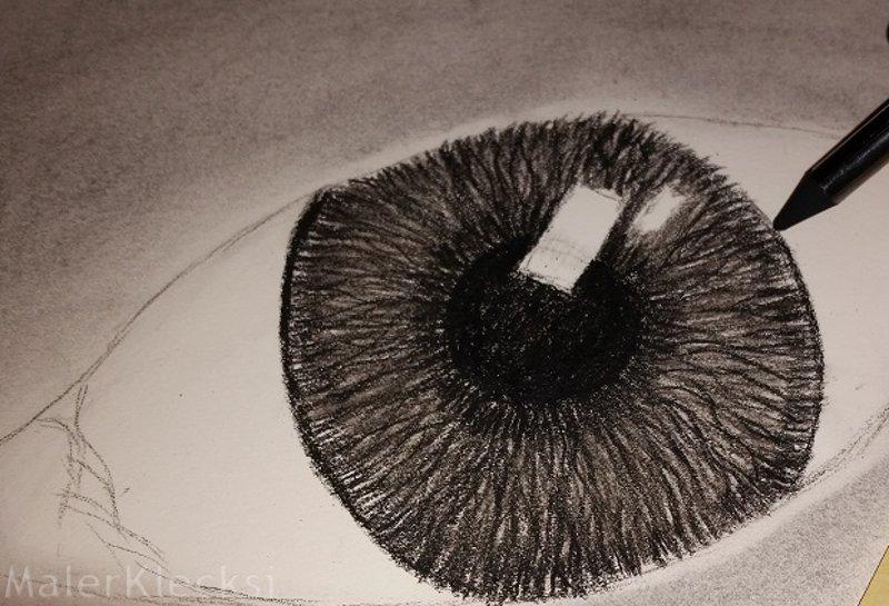 Iris nachziehen Kohlezeichnung