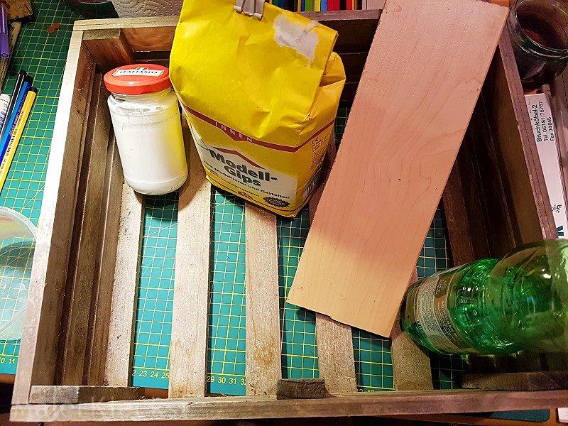 Material zum herstellen der Kreidefarbe und die Holzkiste