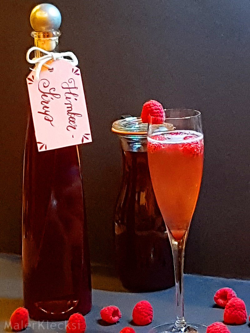 Himbeer-Sirup abgefüllt