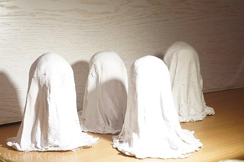 Gespenster bekommen ihre Gipsschicht