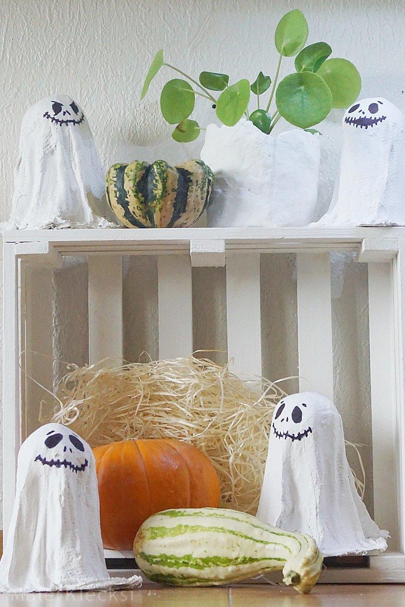 Gespenster aus Gips für die Halloween Deko